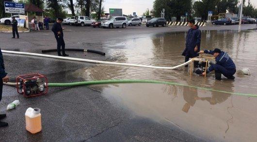 Около 600 человек ликвидировали последствия ливня в Алматы, фото-1