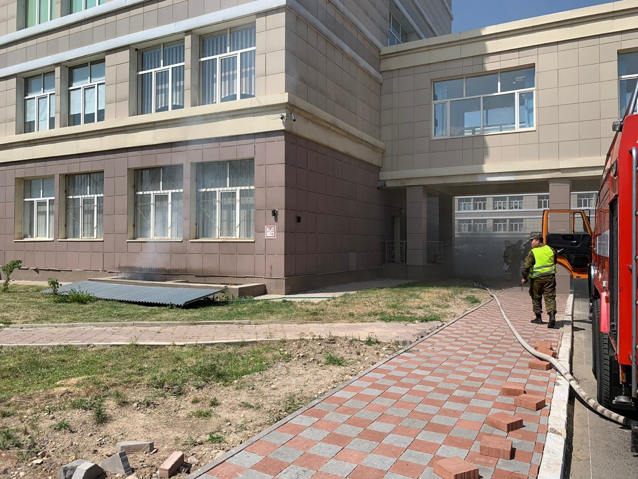 Подвал химфакультета КазНУ загорелся в Алматы (фото), фото-3