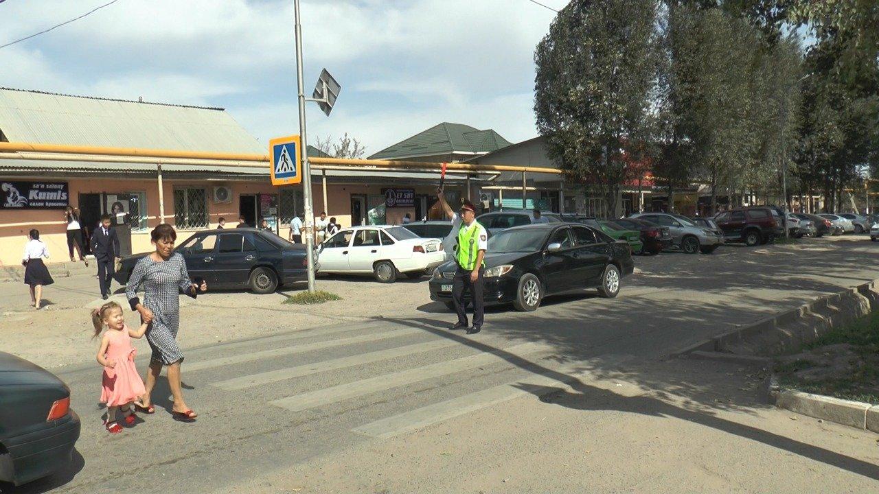 В Алматы полицейские с помощью жезлов обеспечат безопасность школьников  на дорогах, фото-1