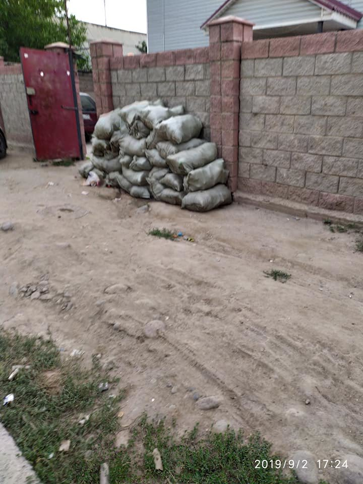 Из микрорайона Шанырак-2 в Алматы неделю не вывозили мусор. Подрядчика оштрафовали, фото-3, Автор фото Аида Азаматова