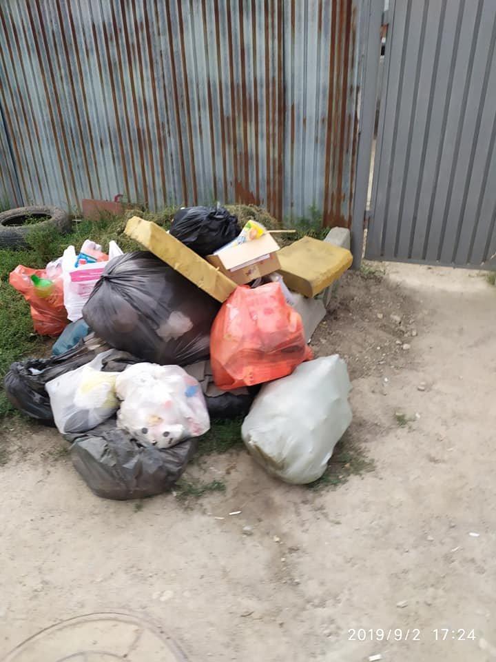Из микрорайона Шанырак-2 в Алматы неделю не вывозили мусор. Подрядчика оштрафовали, фото-1, Автор фото Аида Азаматова