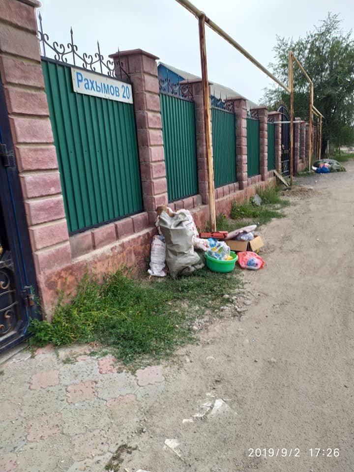 Из микрорайона Шанырак-2 в Алматы неделю не вывозили мусор. Подрядчика оштрафовали, фото-2, Автор фото Аида Азаматова