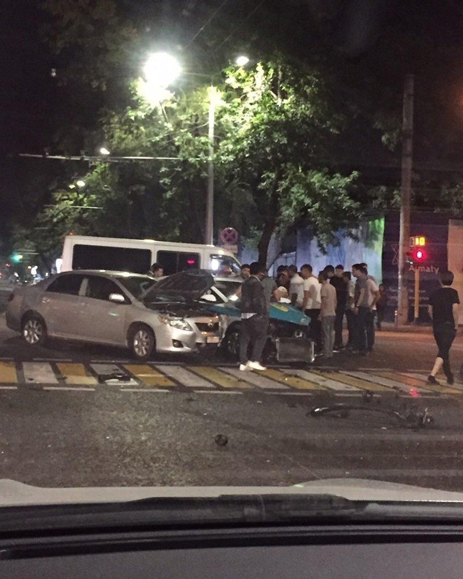 Водитель без прав врезался в полицейскую машину в Алматы, фото-1, @ kris.p.almaty