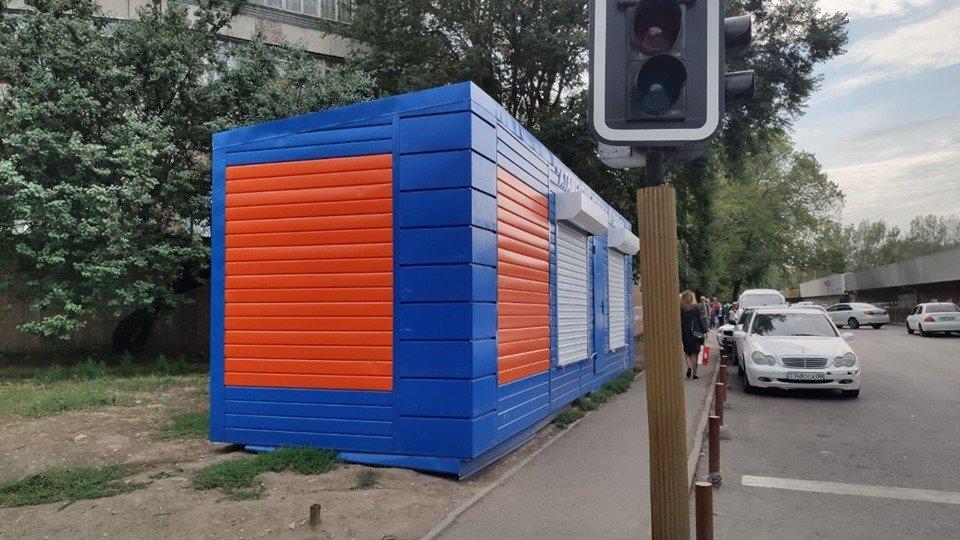 Яркие контейнеры мобильных центров занятости появились на рынках и вокзалах Алматы, фото-1, Фото Сергей Ладейщиков и Роман Панов/Facebook