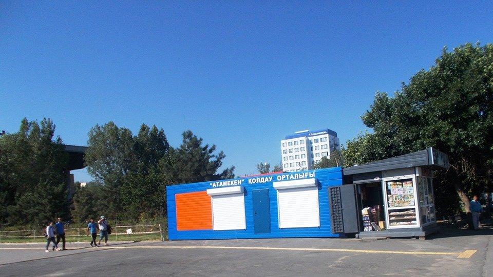 Яркие контейнеры мобильных центров занятости появились на рынках и вокзалах Алматы, фото-2, Фото Сергей Ладейщиков и Роман Панов/Facebook