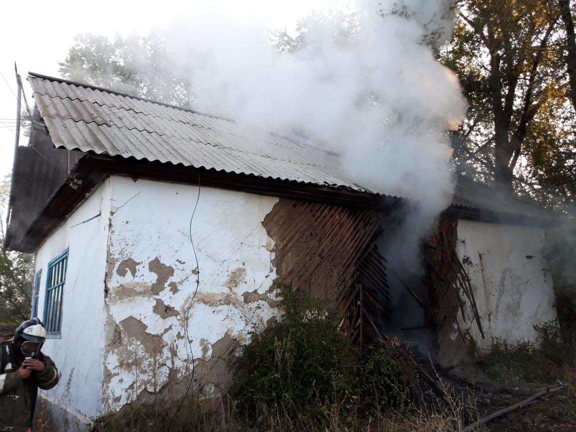 Пожар произошел в здании «Казпочты» в Алматинской области, фото-3, Фото пресс-служба КЧС МВД