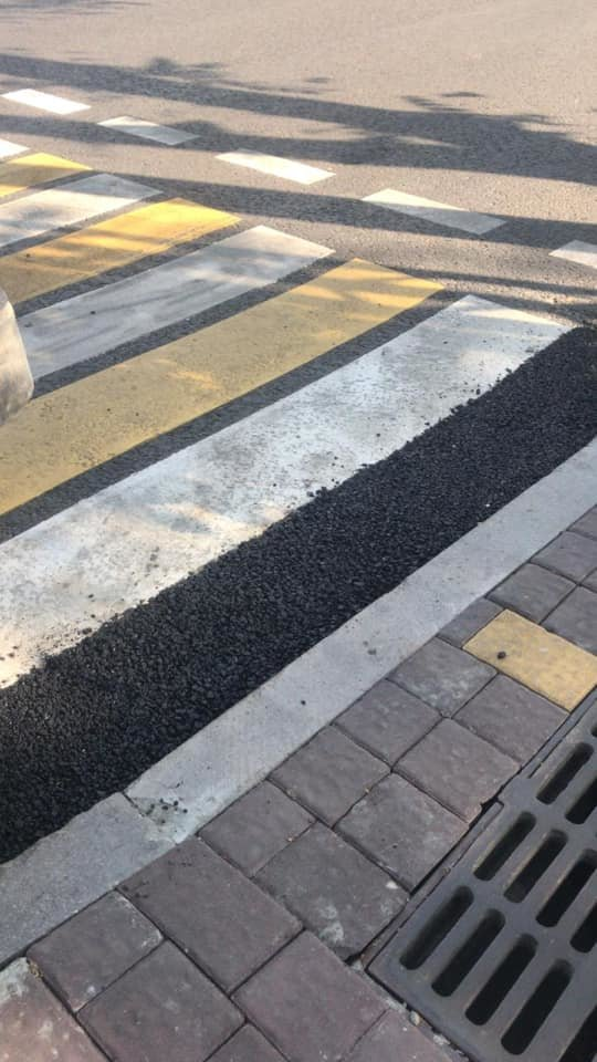 Алматинка упала, споткнувшись о яму у пешеходного перехода в центре города, фото-2