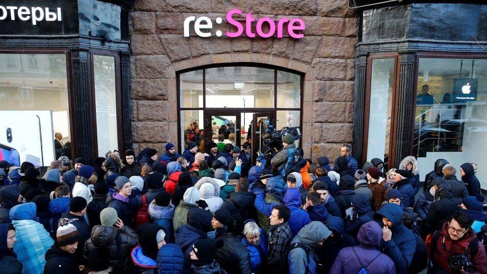 За новым iPhone по всему миру выстроились очереди (фото), фото-4