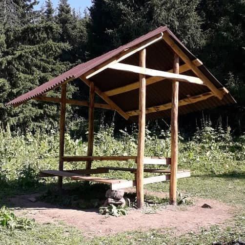 В Иле-Алатауском парке установили новые беседки и лавочки из экоматериалов, фото-1