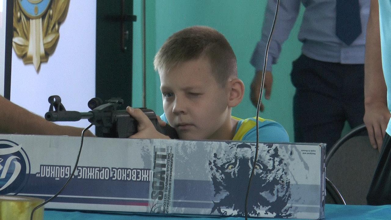 Детям алматинских полицейских дали пострелять (фото), фото-3