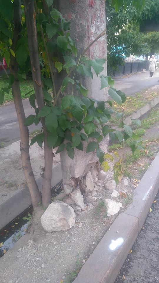 В Алматы бетонные опоры троллейбусных линий по Абая заменят на новые, фото-1, Фото Анастасия Кириллова/Facebook