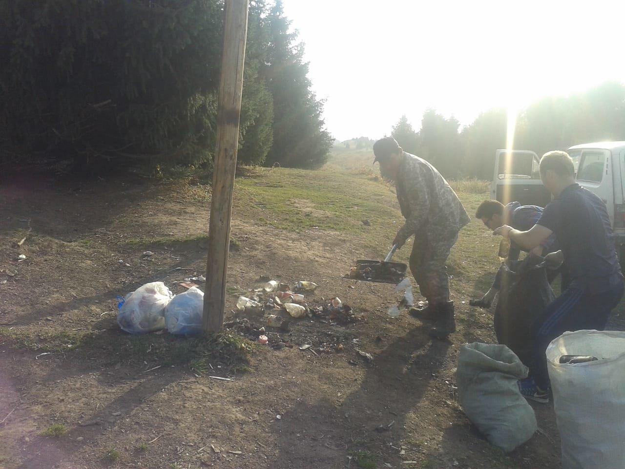 Горы мусора оставили отдыхающие в Кок-Жайляу - урочище привели в порядок, фото-2, Фото управление туризма Алматы