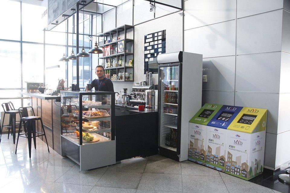 Эко-урны для раздельного сбора мусора появились в аэропорту Алматы, фото-1