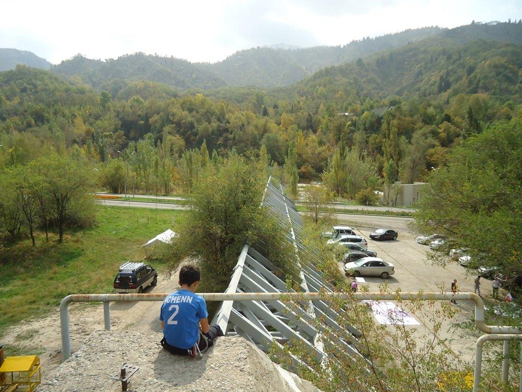 На верёвках через реку и гитара у костра: осенний слёт туристов прошел в Алматы (фото), фото-24