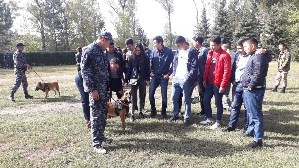 Студентам-юристам показали четвероногих стражей порядка Алматы (фото), фото-5