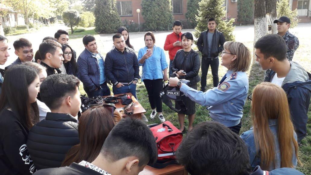 Студентам-юристам показали четвероногих стражей порядка Алматы (фото), фото-2