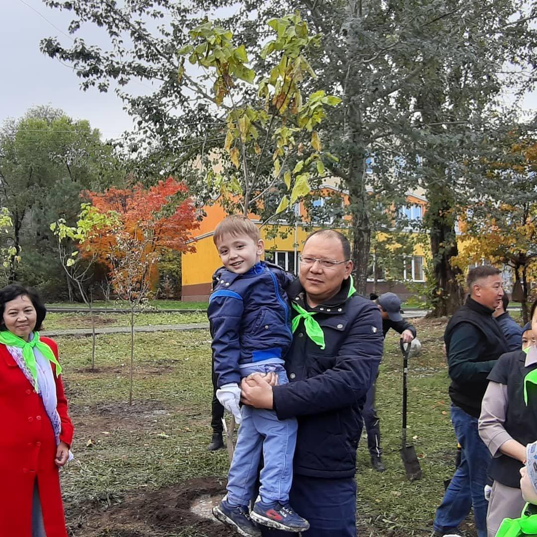 В Алматы озеленили 110 городских школ (фото), фото-5