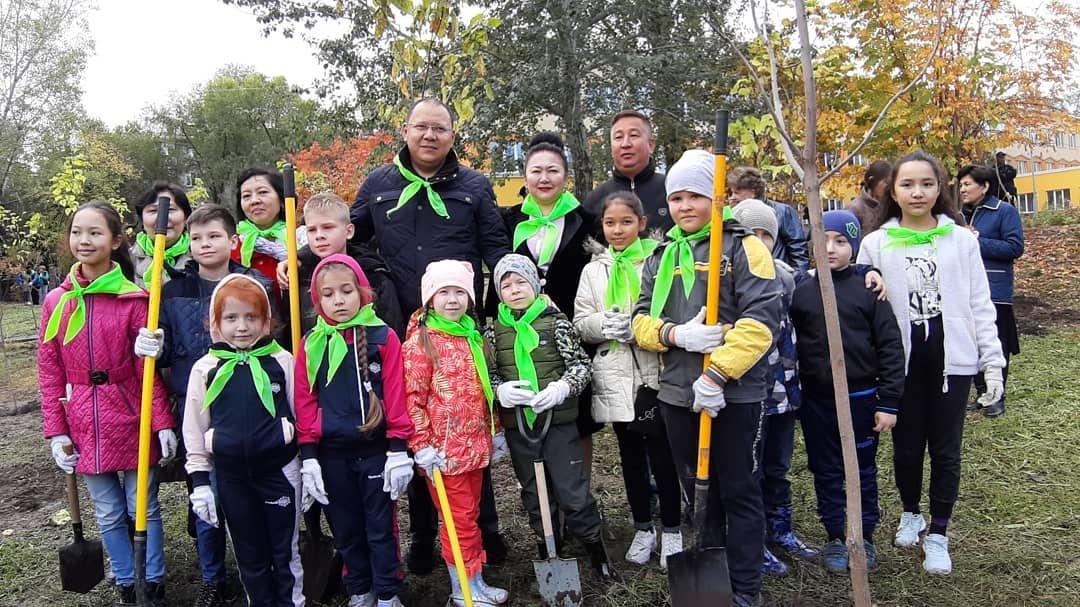 В Алматы озеленили 110 городских школ (фото), фото-1