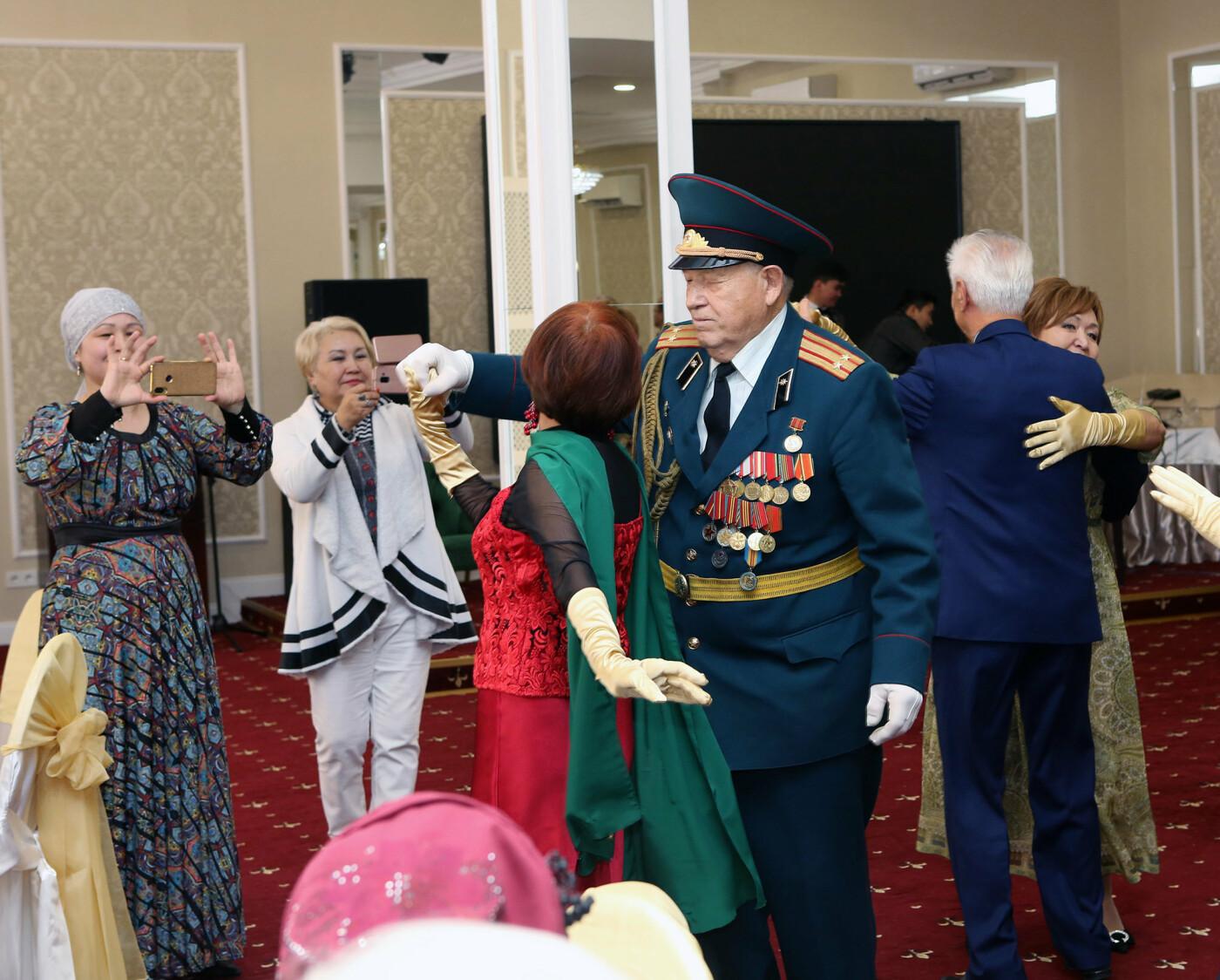 76-летняя пенсионерка станцевала зажигательную сальсу на балу пенсионеров в Алматы, фото-2, Автор фото Кайрат Конуспаев