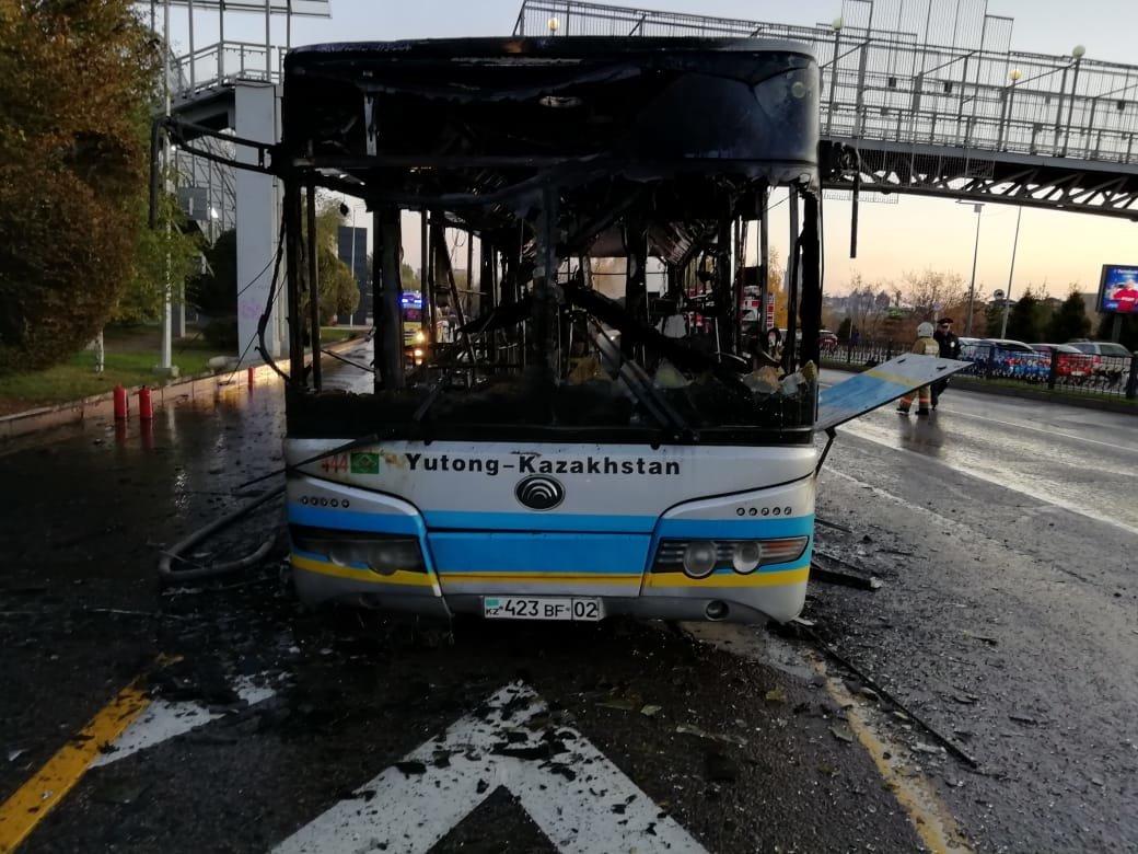 Маршрутный автобус сгорел в Алматы, фото-1