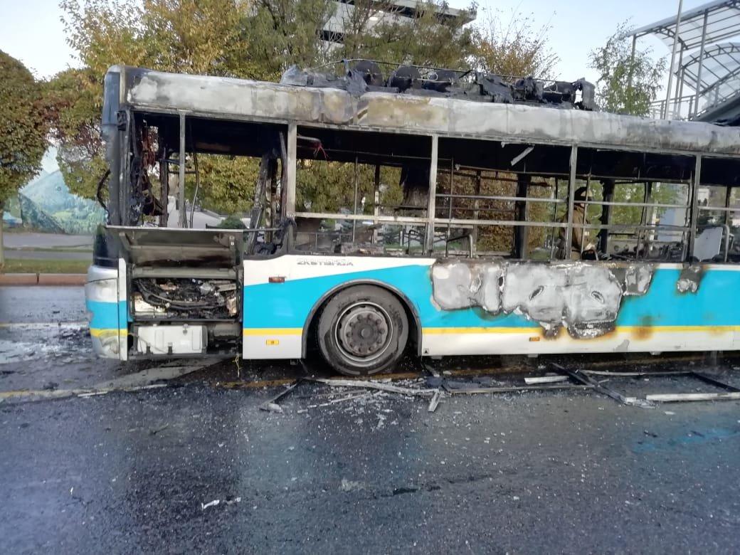 Маршрутный автобус сгорел в Алматы, фото-2