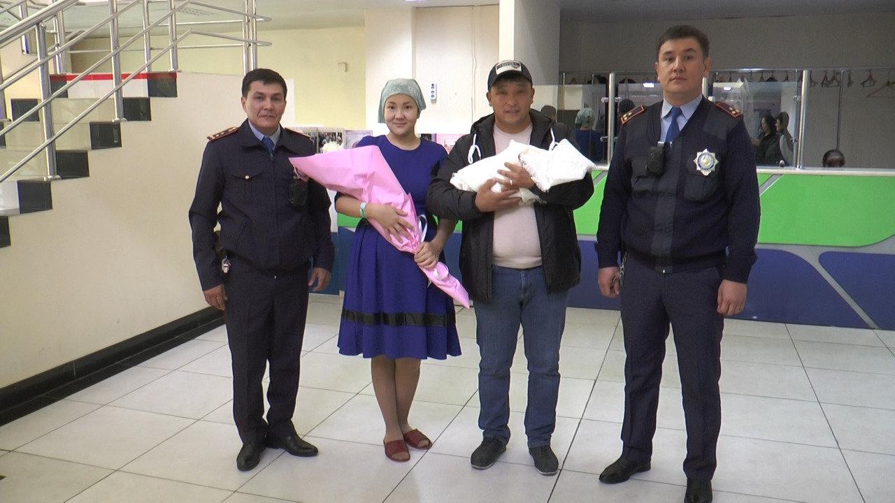 Алматинские полицейские помогли роженице (фото), фото-4