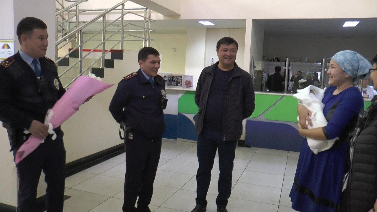 Алматинские полицейские помогли роженице (фото), фото-1