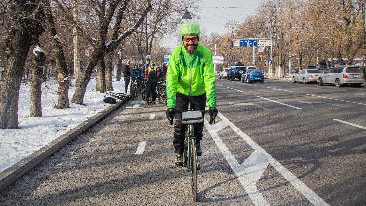 Несколько сотен велосипедистов Алматы приняли участие в зимнем заезде (фото), фото-1