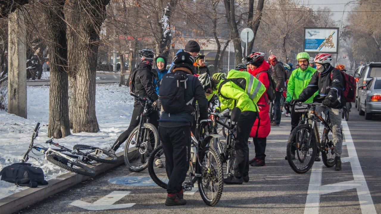 Несколько сотен велосипедистов Алматы приняли участие в зимнем заезде (фото), фото-2