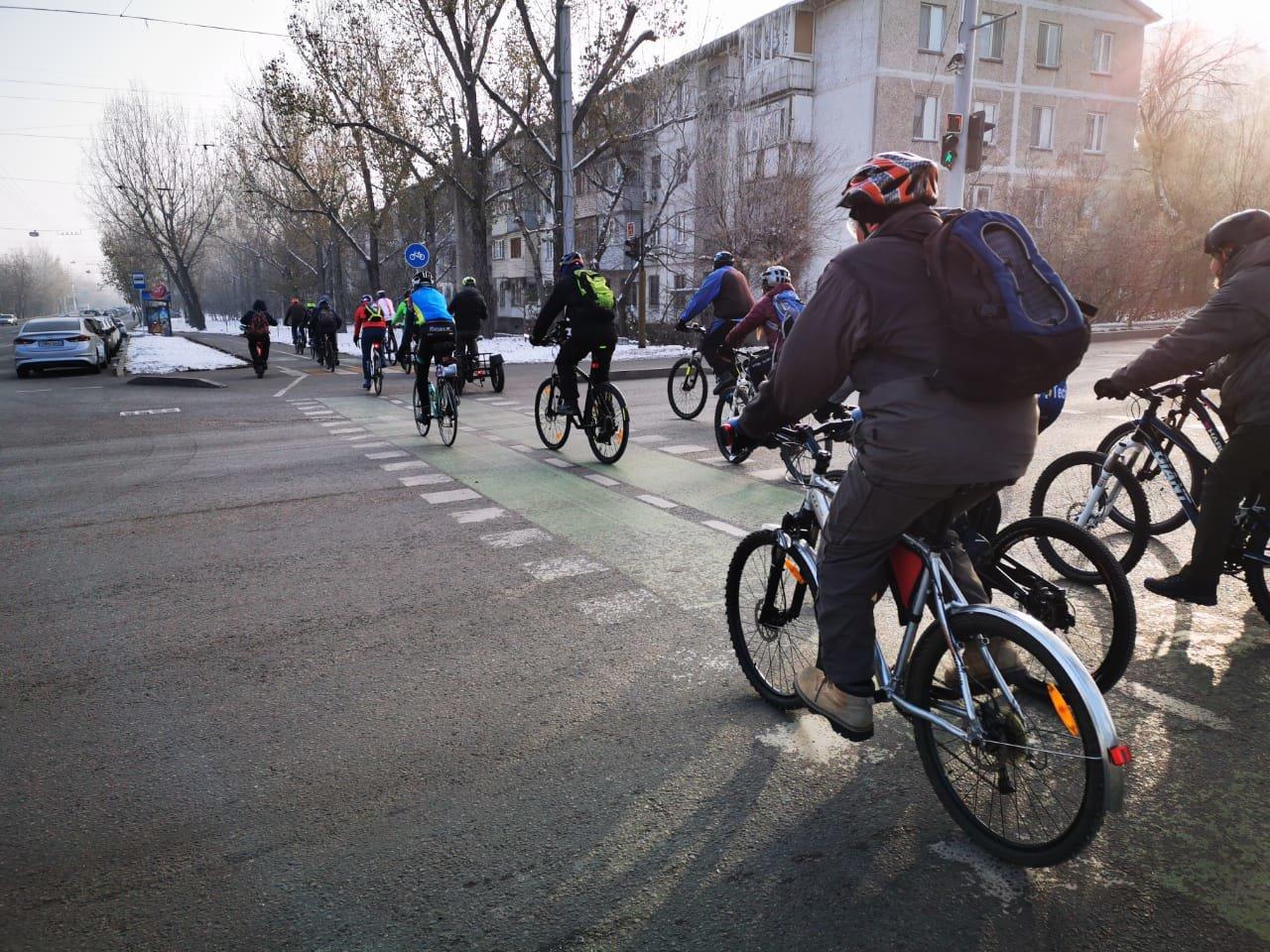 Несколько сотен велосипедистов Алматы приняли участие в зимнем заезде (фото), фото-3