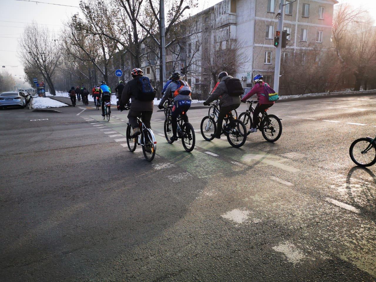 Несколько сотен велосипедистов Алматы приняли участие в зимнем заезде (фото), фото-4