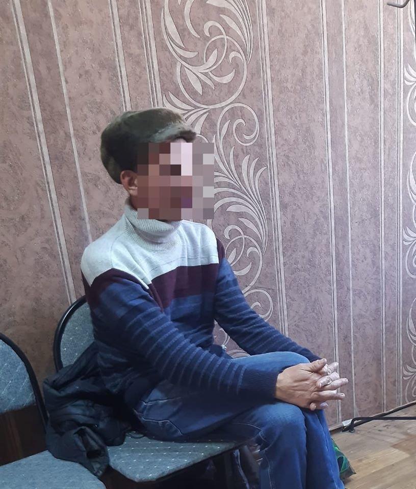 Талдыкорганец разбил окна автобуса топором, его поместили в психоневрологический диспансер, Пресс-служба ДП Алматинской области
