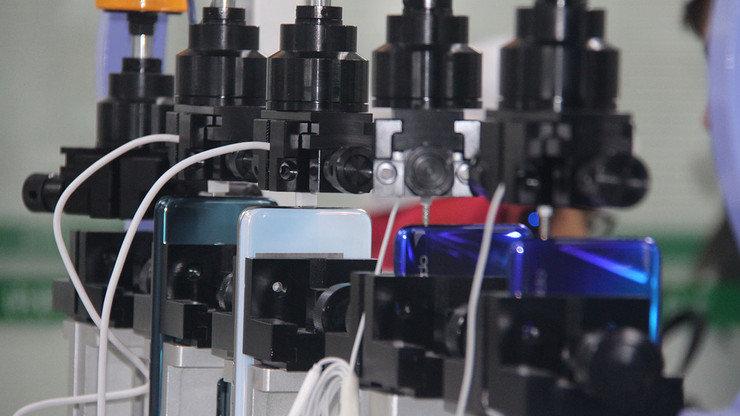 Падение с высоты и заморозка: как тестируют смартфоны на заводе, фото-6
