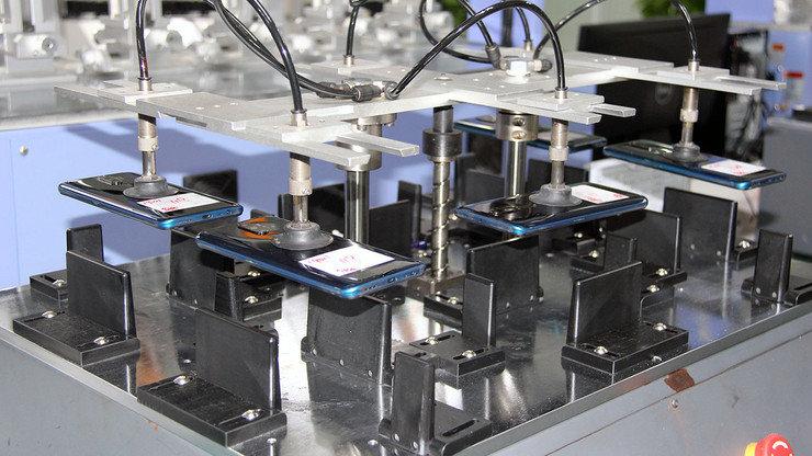 Падение с высоты и заморозка: как тестируют смартфоны на заводе, фото-2