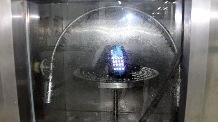 Падение с высоты и заморозка: как тестируют смартфоны на заводе, фото-4