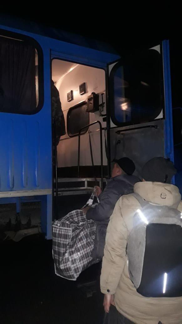 33 пассажира эвакуировали из сломавшегося автобуса на трассе Алматы - Оскемен (фото), фото-1