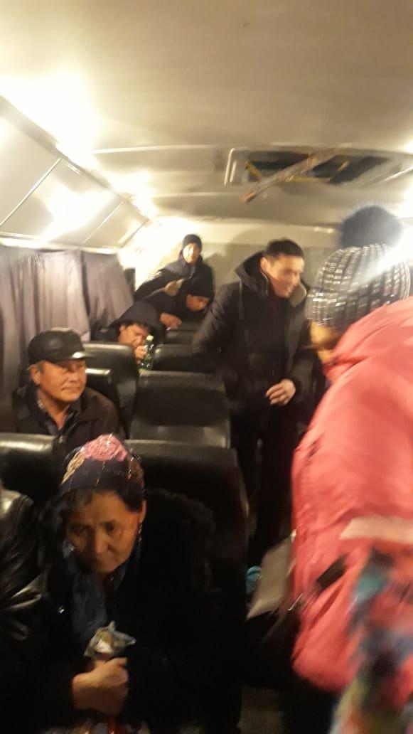33 пассажира эвакуировали из сломавшегося автобуса на трассе Алматы - Оскемен (фото), фото-3