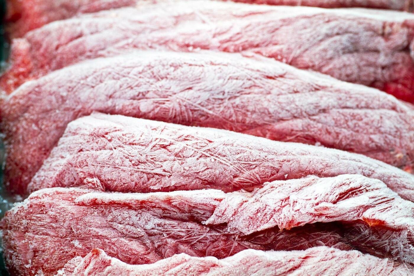 Санитарные врачи рассказали, как безопасно размораживать мясо и рыбу, фото-1