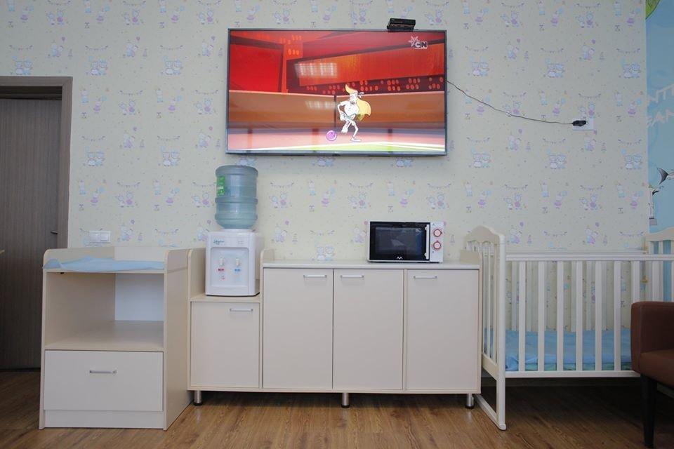 Микроволновка и телевизор: обновленные комнаты матери и ребенка открыли в аэропорту Алматы, фото-4