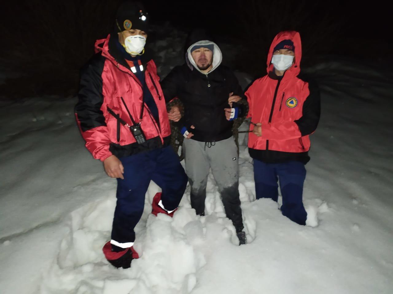 В Алматы помощь спасателей понадобилась двум мужчинам на пике Кумбель, фото-1