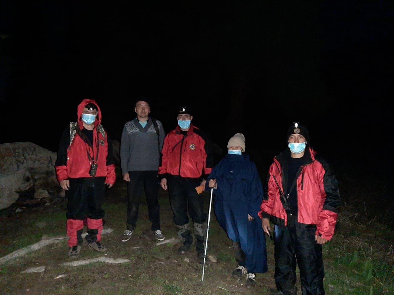 Спасатели помогли заблудившимся в горах Алматы, фото-1