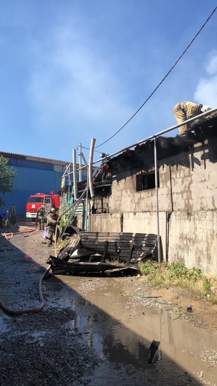Мебельный цех горел в Алатауском районе Алматы, фото-1, ДЧС Алматы