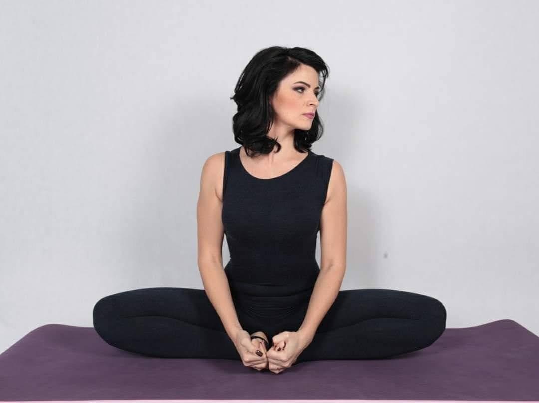 Технику выполнения правильного дыхания показала на видео алматинский йога-инструктор, фото-2