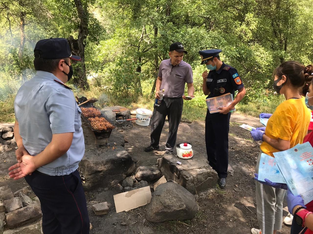 15 человек наказали за разжигание костров в природных парках Алматы за прошедшие выходные, фото-3