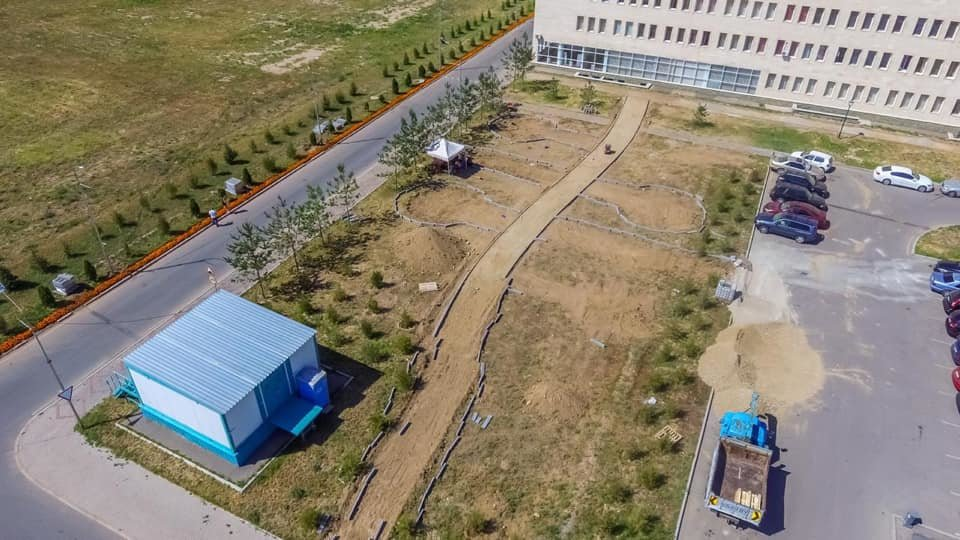 В ходе реконструкции сквера у ЦОН Нарузырбайского района в Алматы посадят 200 деревьев, фото-1