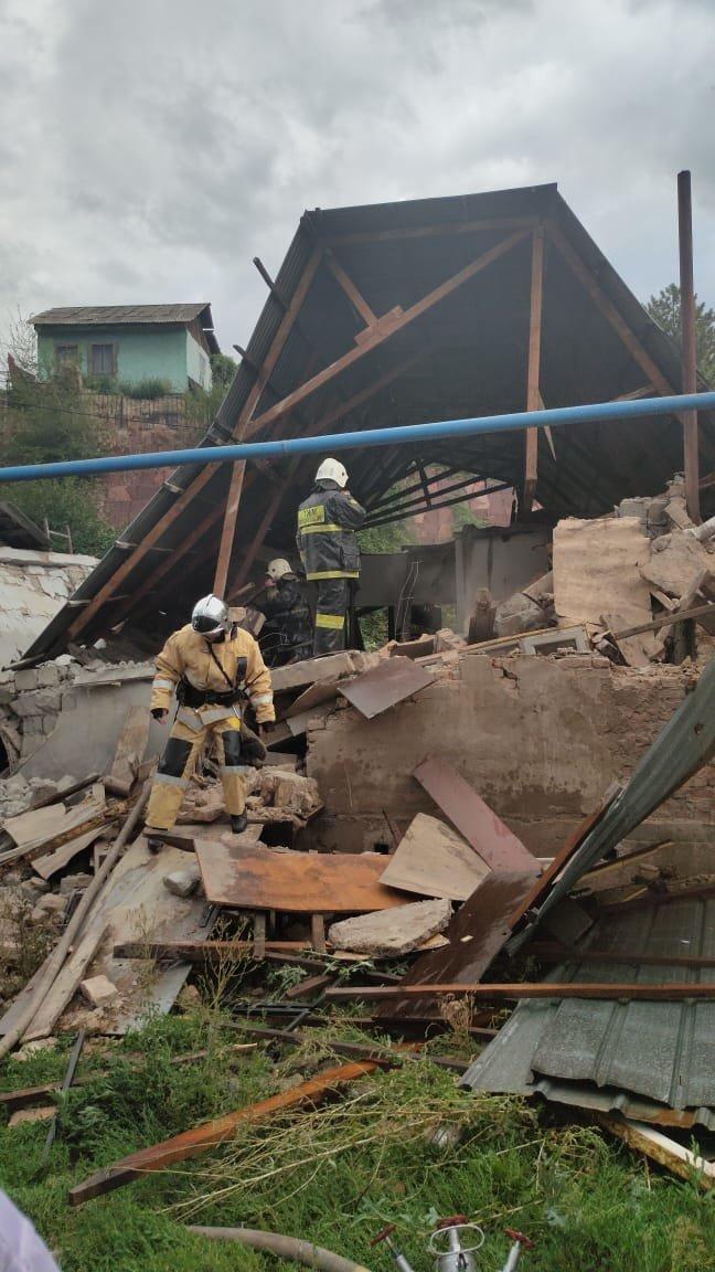 Хлопок газа обрушил частный дом в Алматы, фото-2