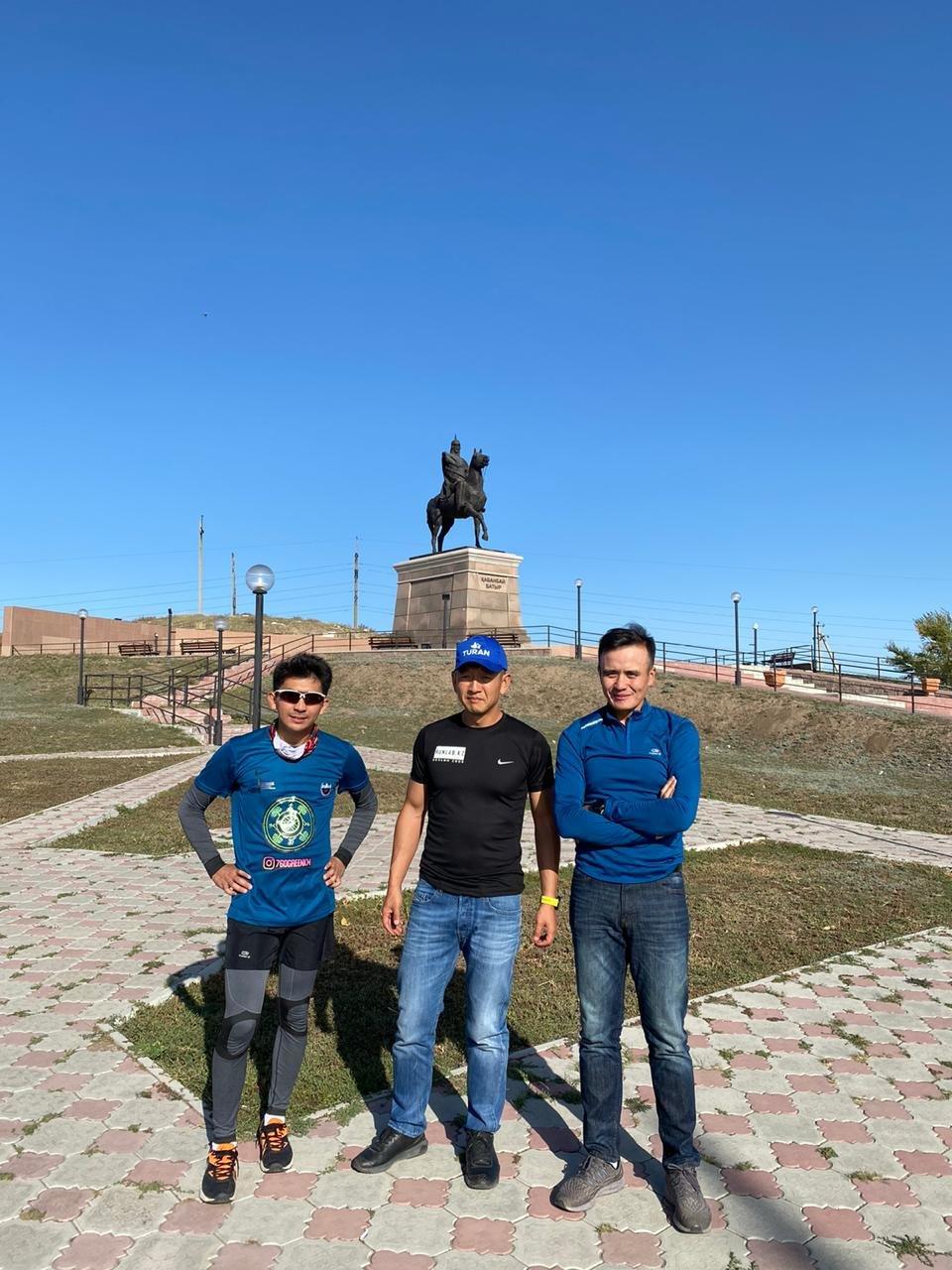 Трое казахстанцев участвуют в эко-забеге, высаживая деревья в каждом городе страны, фото-2