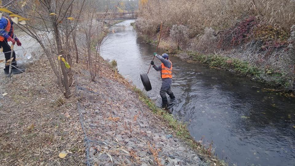 Русла рек очищают в Турксибском районе Алматы