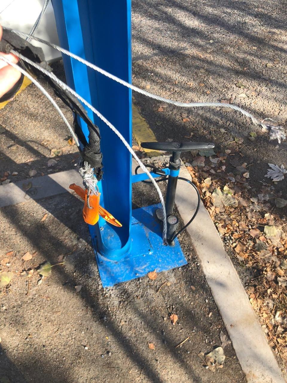 Бесплатная станция ремонта велосипедов подверглась нападению вандалов в Алматы, фото-1