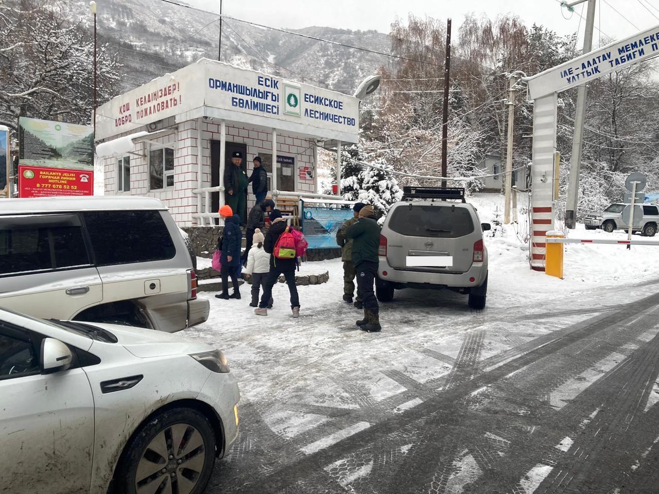 Туристов доставили до автовокзала в Есике.
